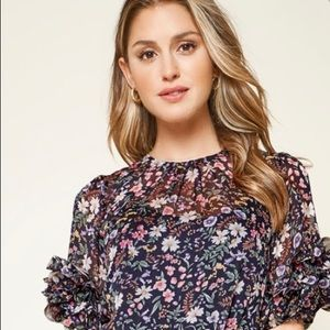 Dresses & Skirts - NWT Floral ruffle dress